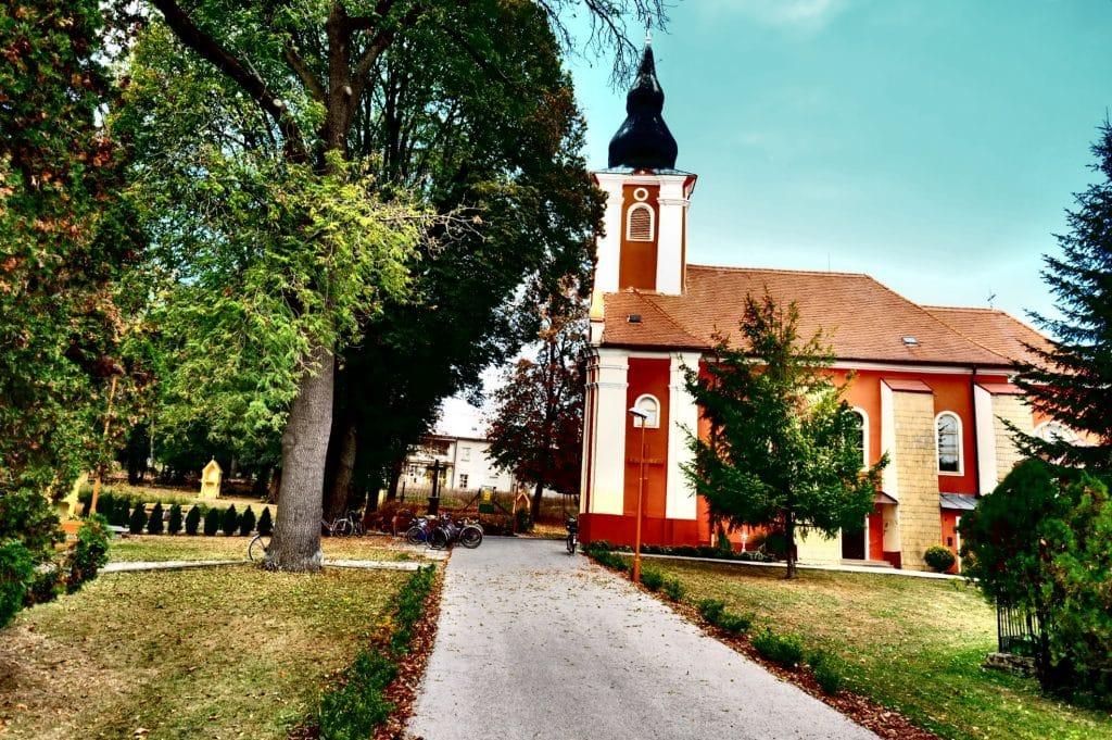 Kostol Travnica